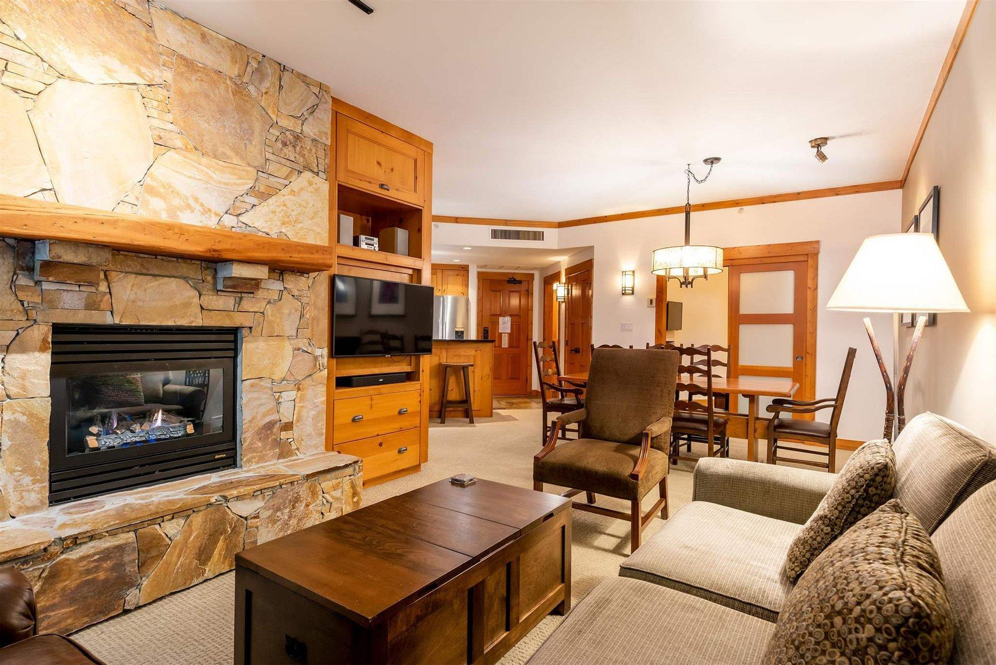 Apartment in Whistler, British Columbia, Canada 1 - 11525201
