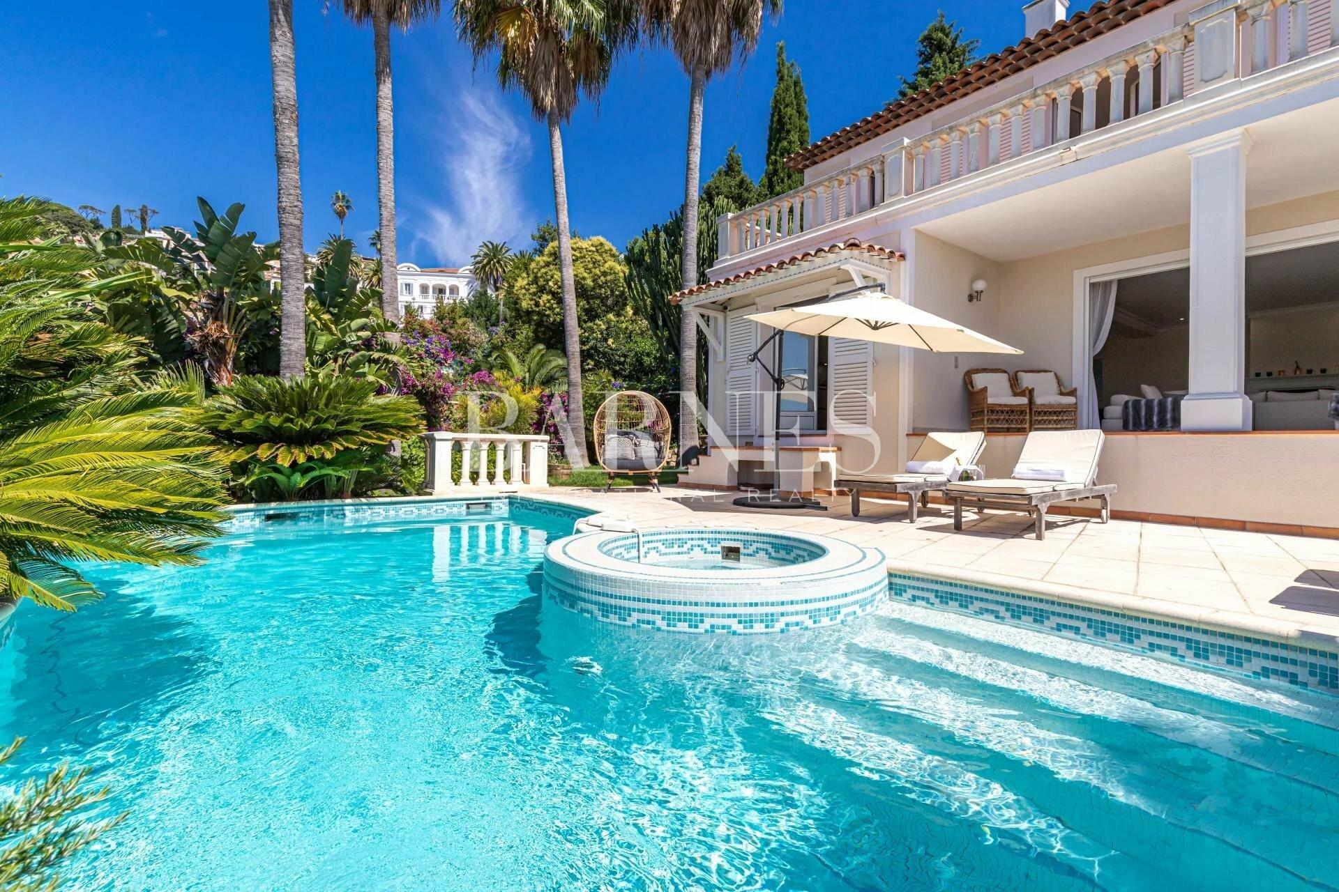 Villa in Vallauris, Provence-Alpes-Côte d'Azur, France 1 - 11527073