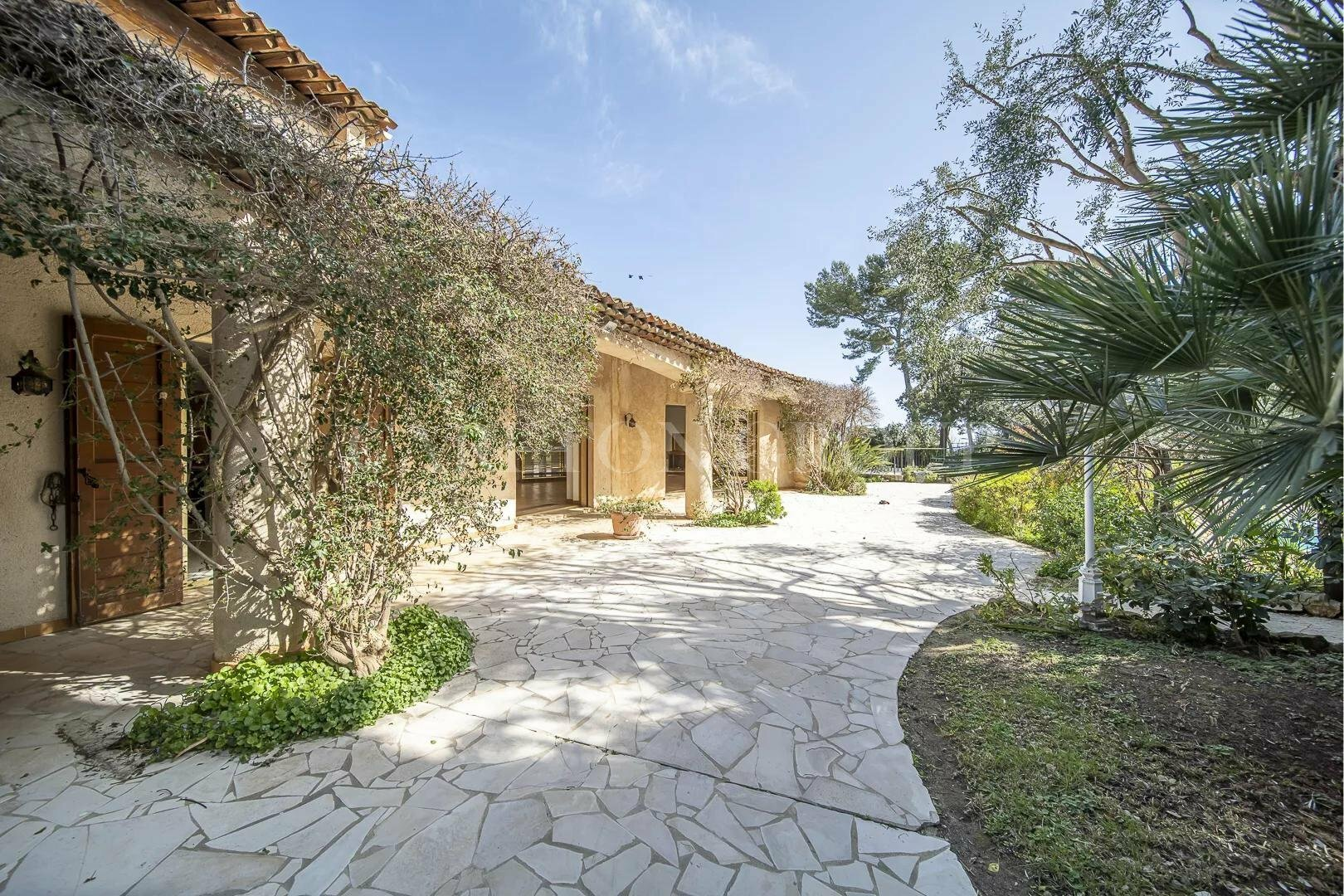 House in Biot, Provence-Alpes-Côte d'Azur, France 1 - 11529687