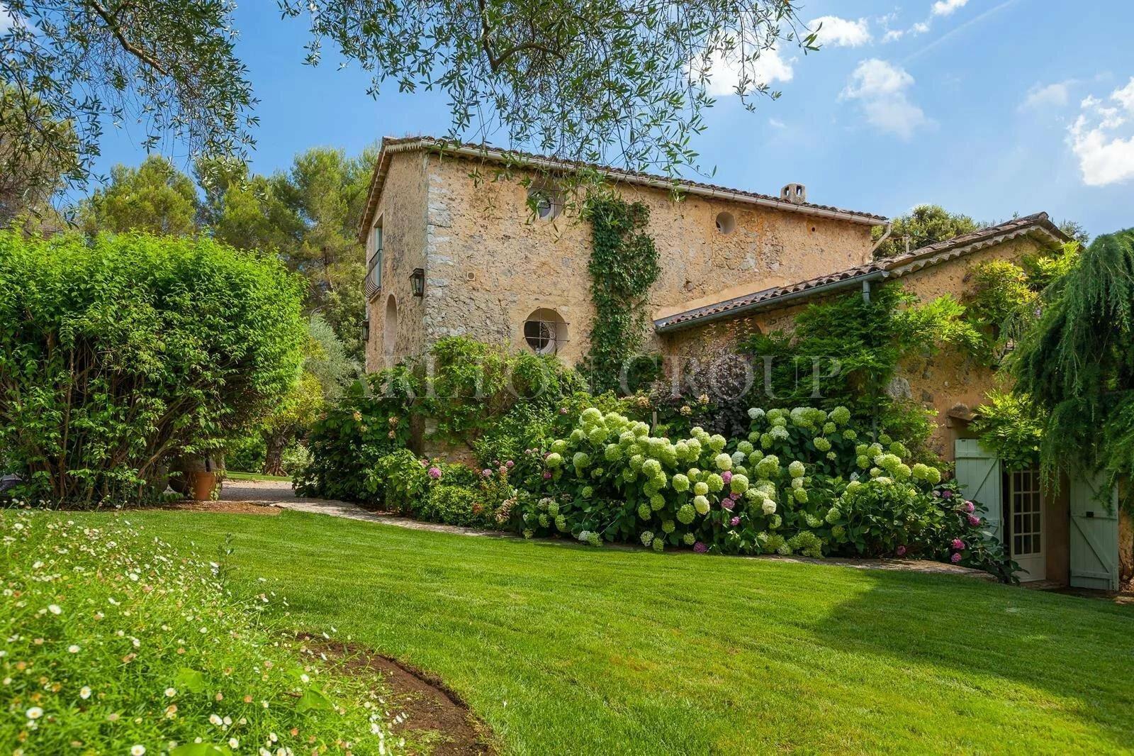 House in Roquefort-les-Pins, Provence-Alpes-Côte d'Azur, France 1 - 11529739