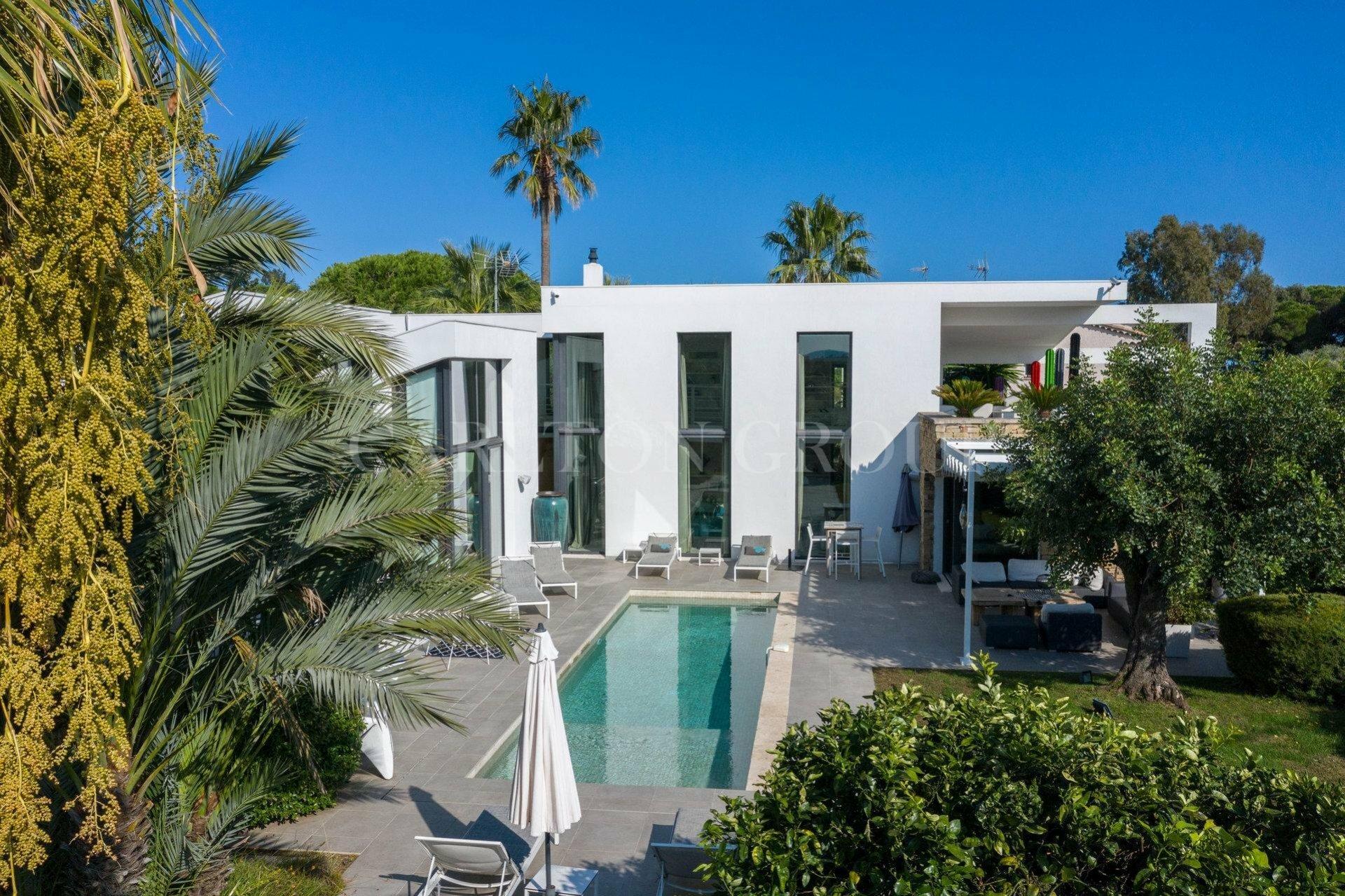 Villa in Saint-Tropez, Provence-Alpes-Côte d'Azur, France 1 - 11529672