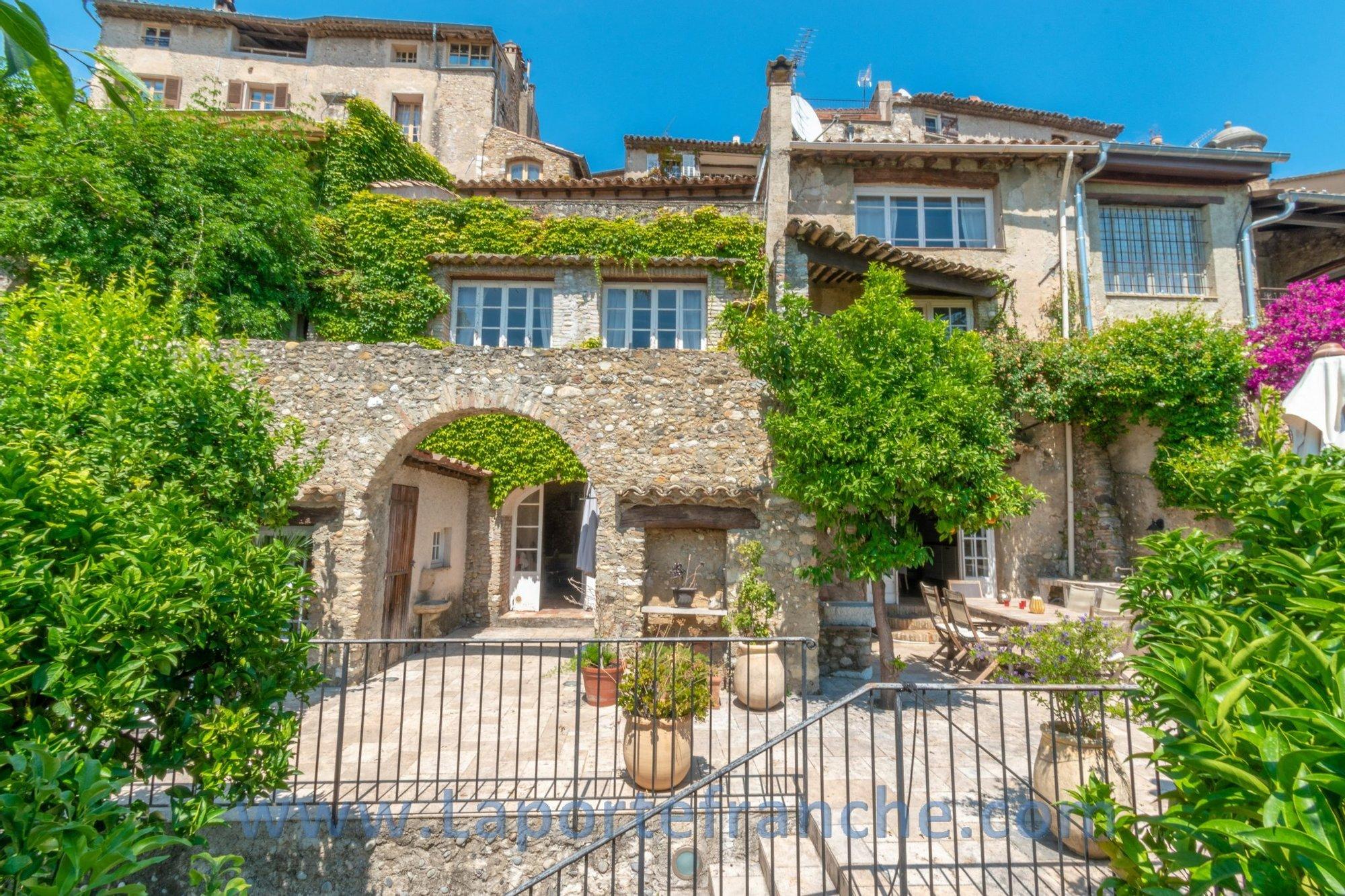 House in Cagnes-sur-Mer, Provence-Alpes-Côte d'Azur, France 1 - 11531118