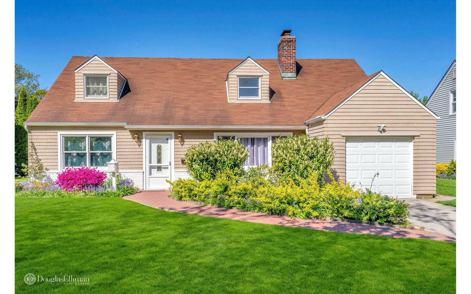House in Garden City, New York, United States 1 - 11531764
