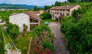 Country House in Verona, Veneto, Italy 1
