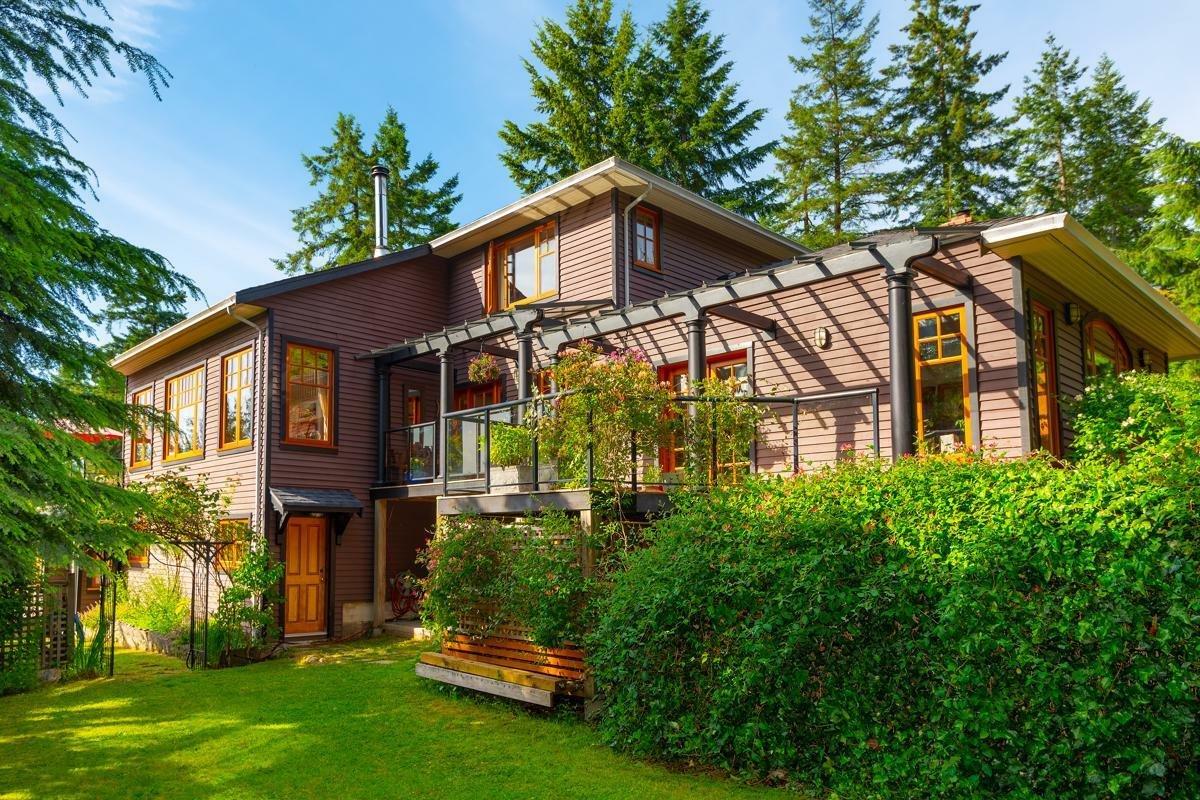 House in Bowen Island, British Columbia, Canada 1 - 11534080