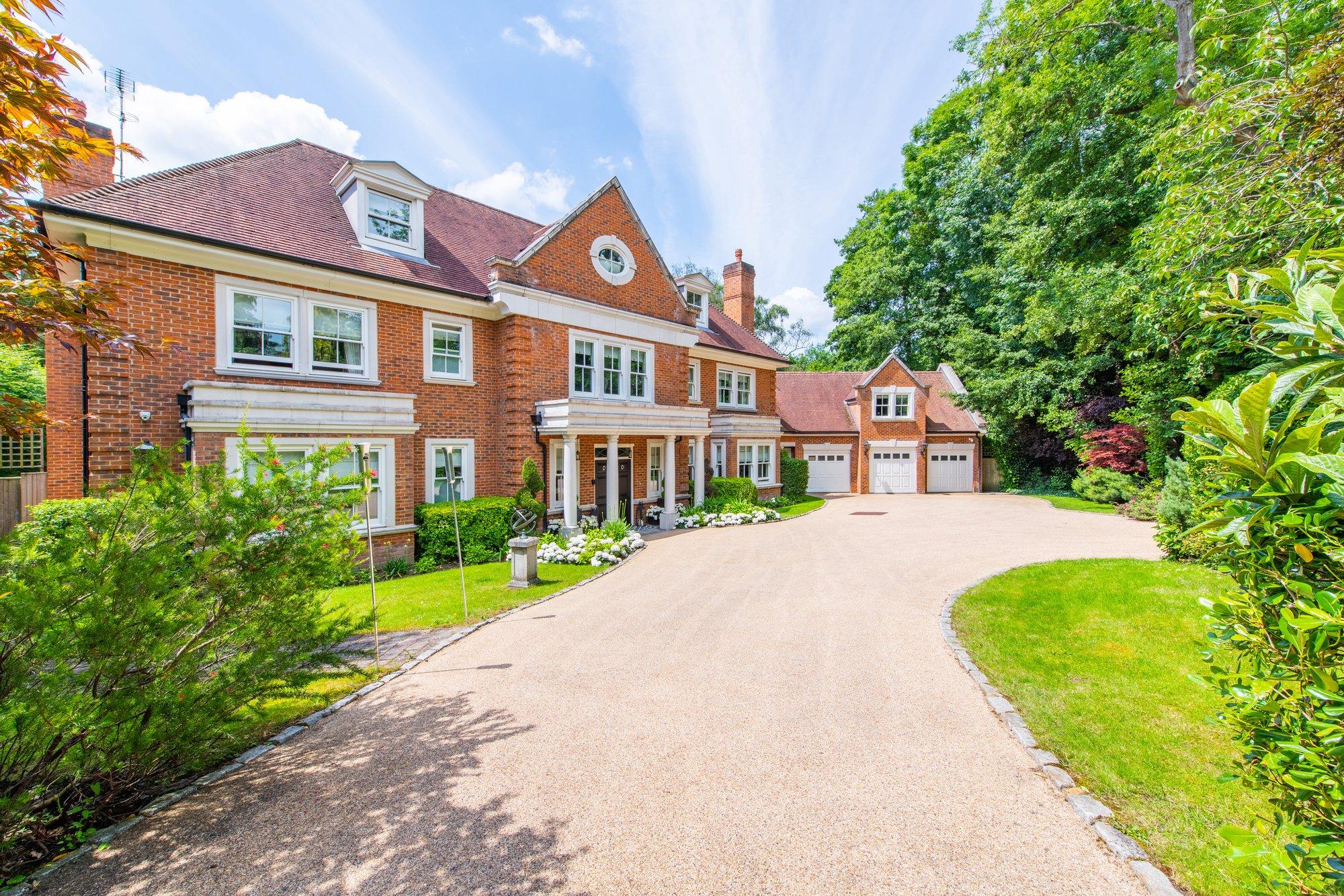 House in Leatherhead, England, United Kingdom 1 - 11541796
