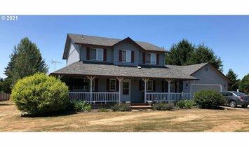 House in La Center, Washington, United States 1
