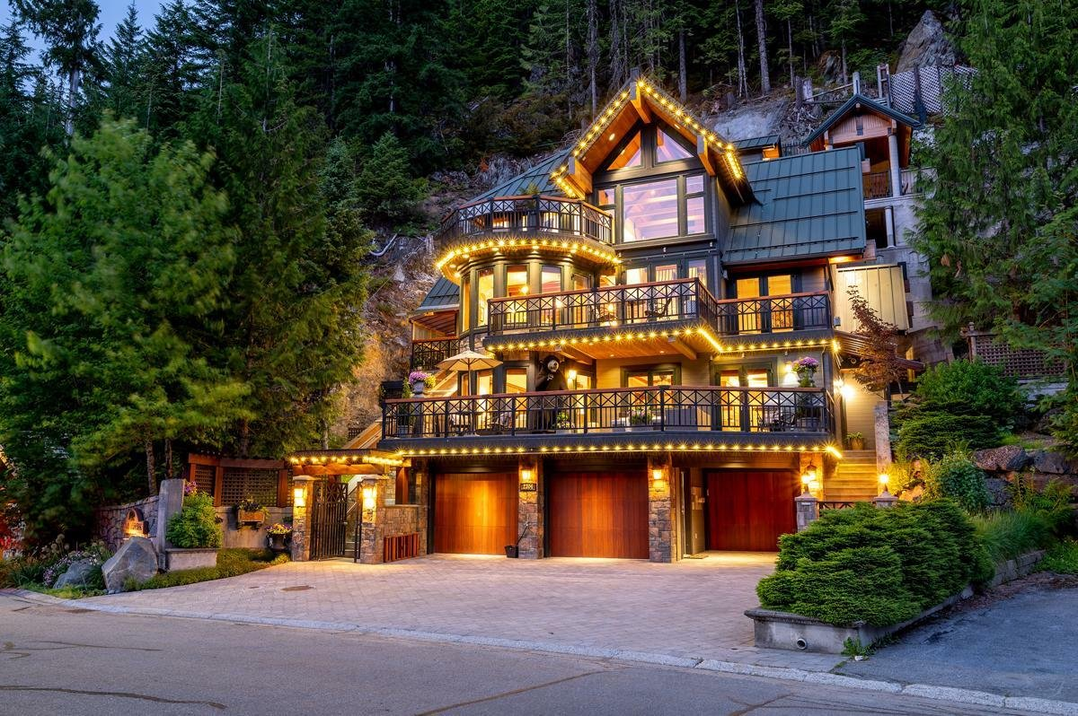 House in Whistler, British Columbia, Canada 1 - 11309735