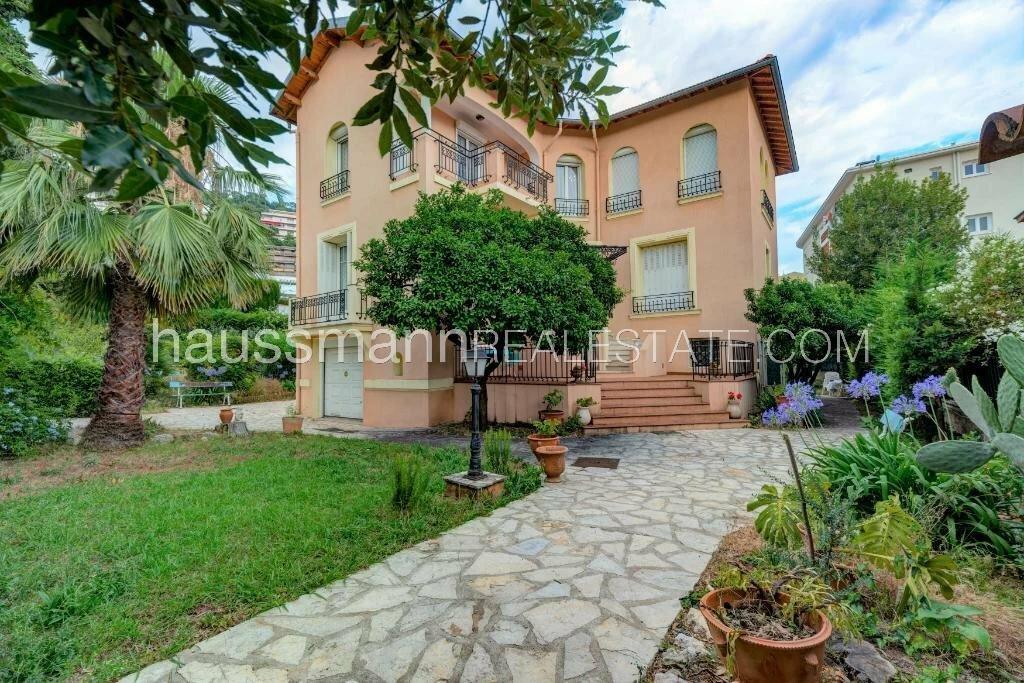 Villa in Nice, Provence-Alpes-Côte d'Azur, France 1 - 11549408