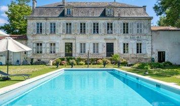 House in La Rochelle, Nouvelle-Aquitaine, France 1