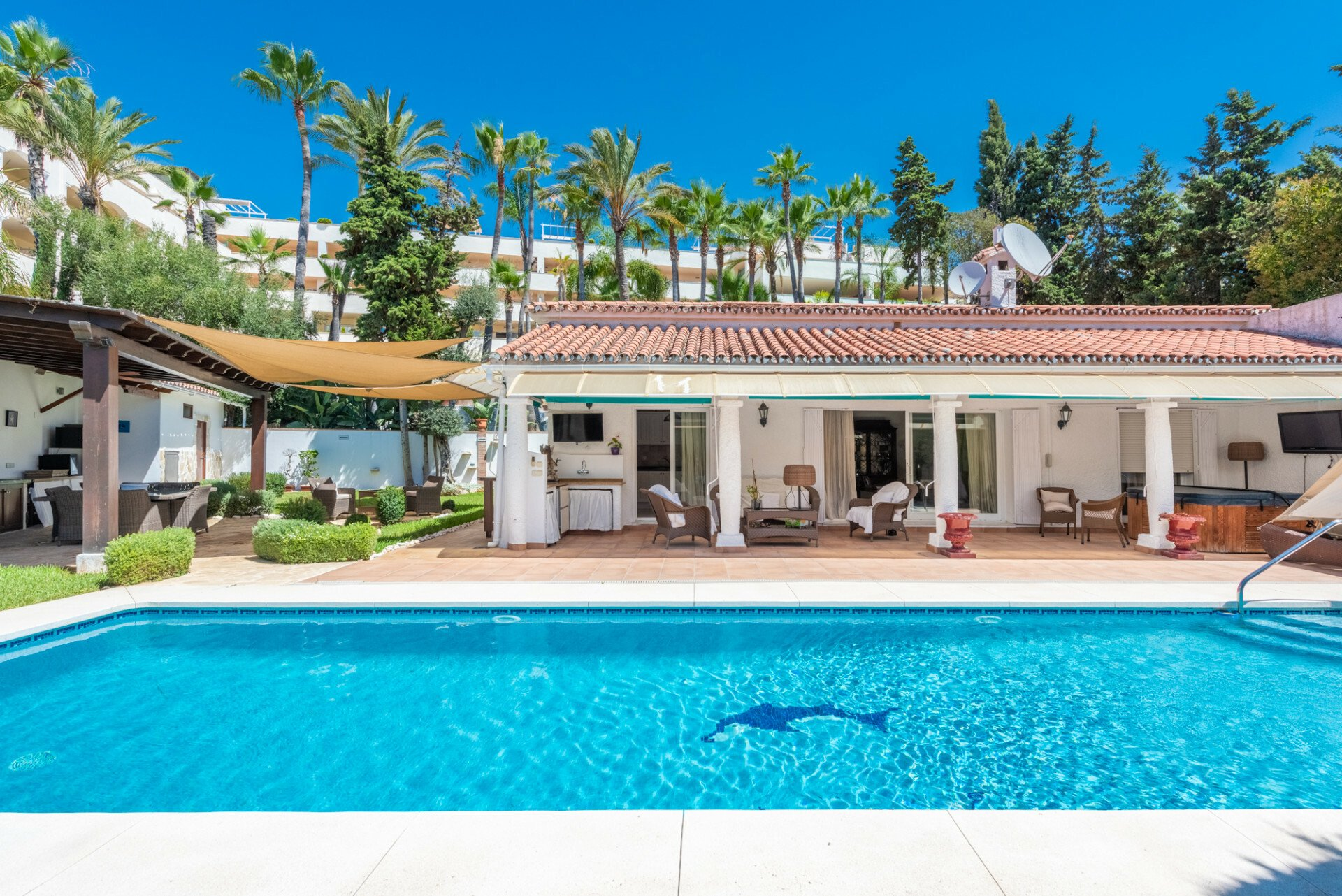 Bungalow in Marbella, Andalusia, Spain 1 - 11557976