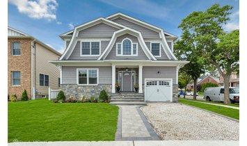 House in Mineola, New York, United States 1