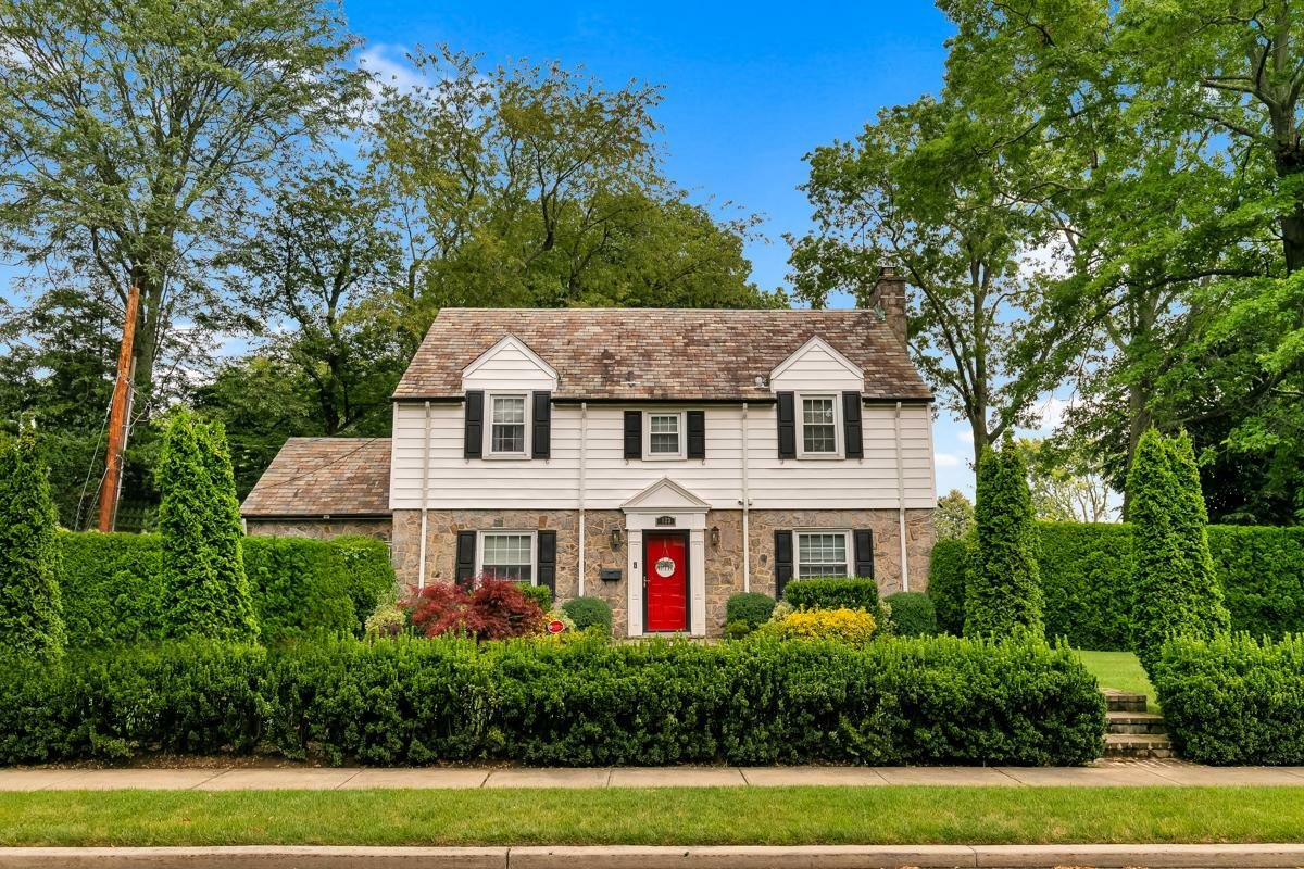House in Garden City, New York, United States 1 - 11564244