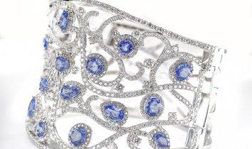 Blue Ceylon Sapphire Bangle Bracelet 10.50 Carat with Diamonds