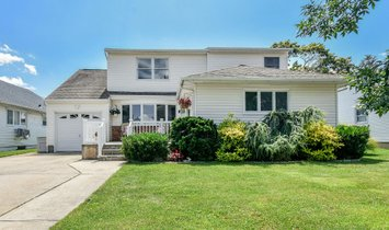 House in Bethpage, New York, United States 1