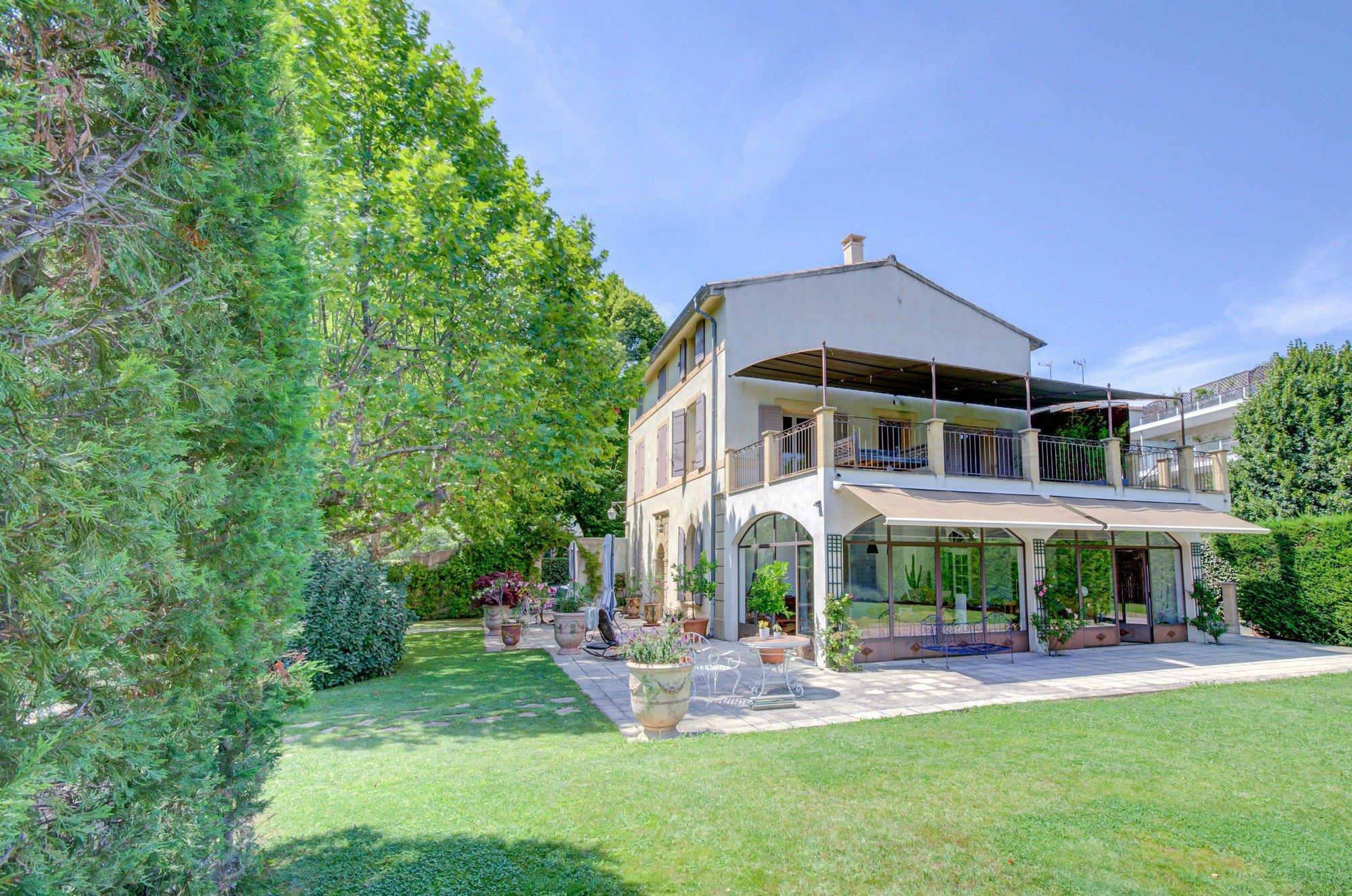 House in Aix-en-Provence, Provence-Alpes-Côte d'Azur, France 1 - 11569040