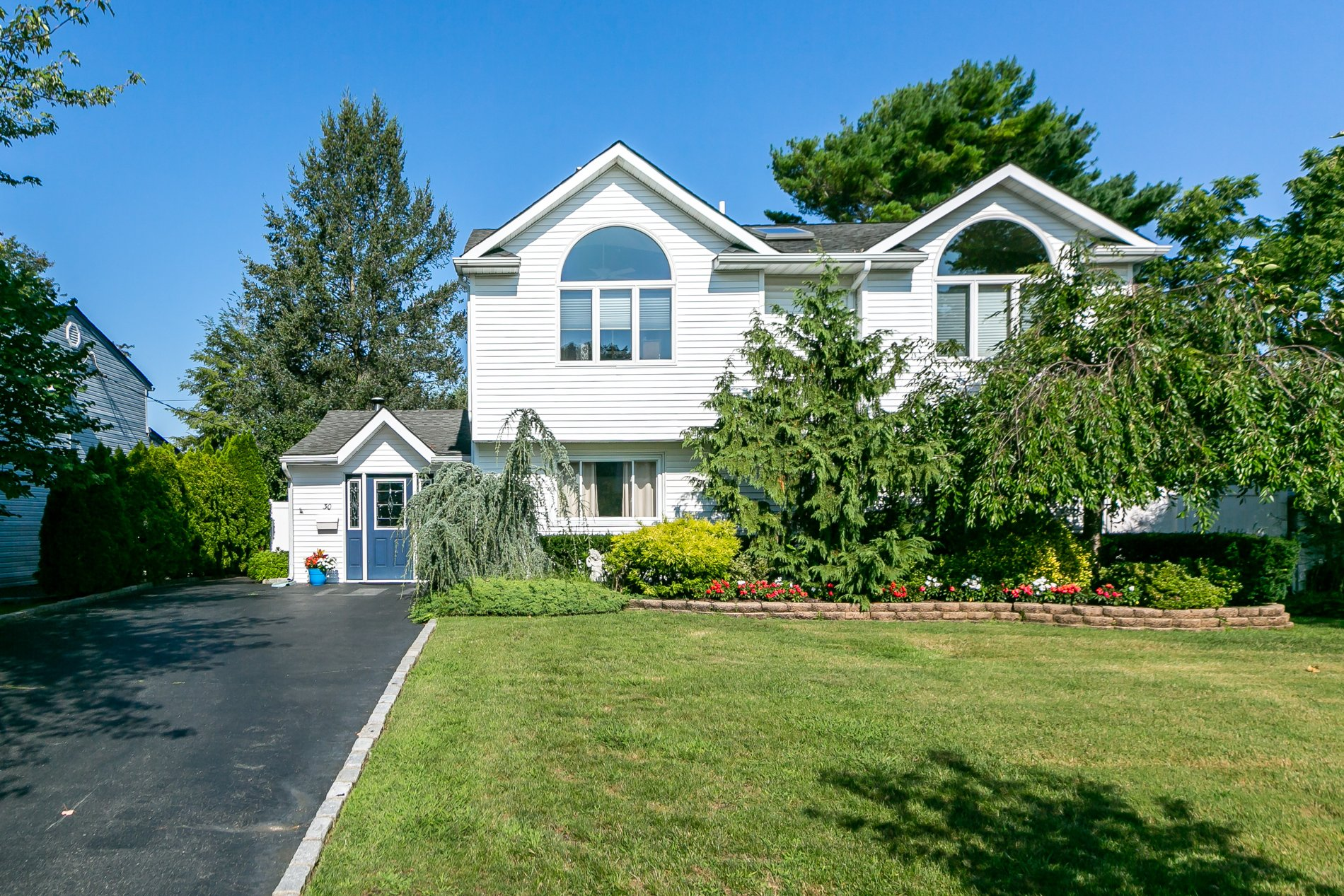 House in Levittown, New York, United States 1 - 11570019