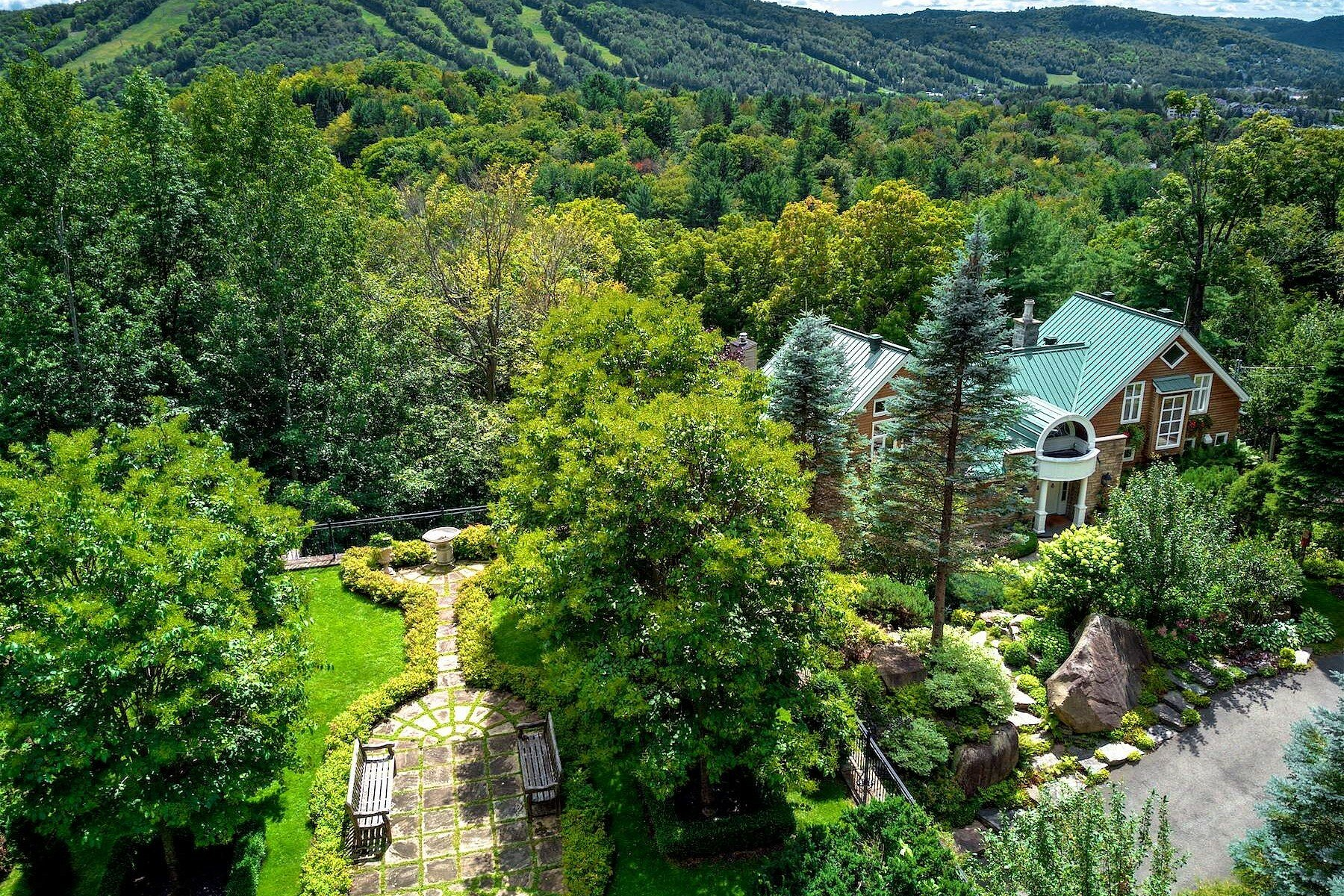 House in Piedmont, Quebec, Canada 1 - 11199361