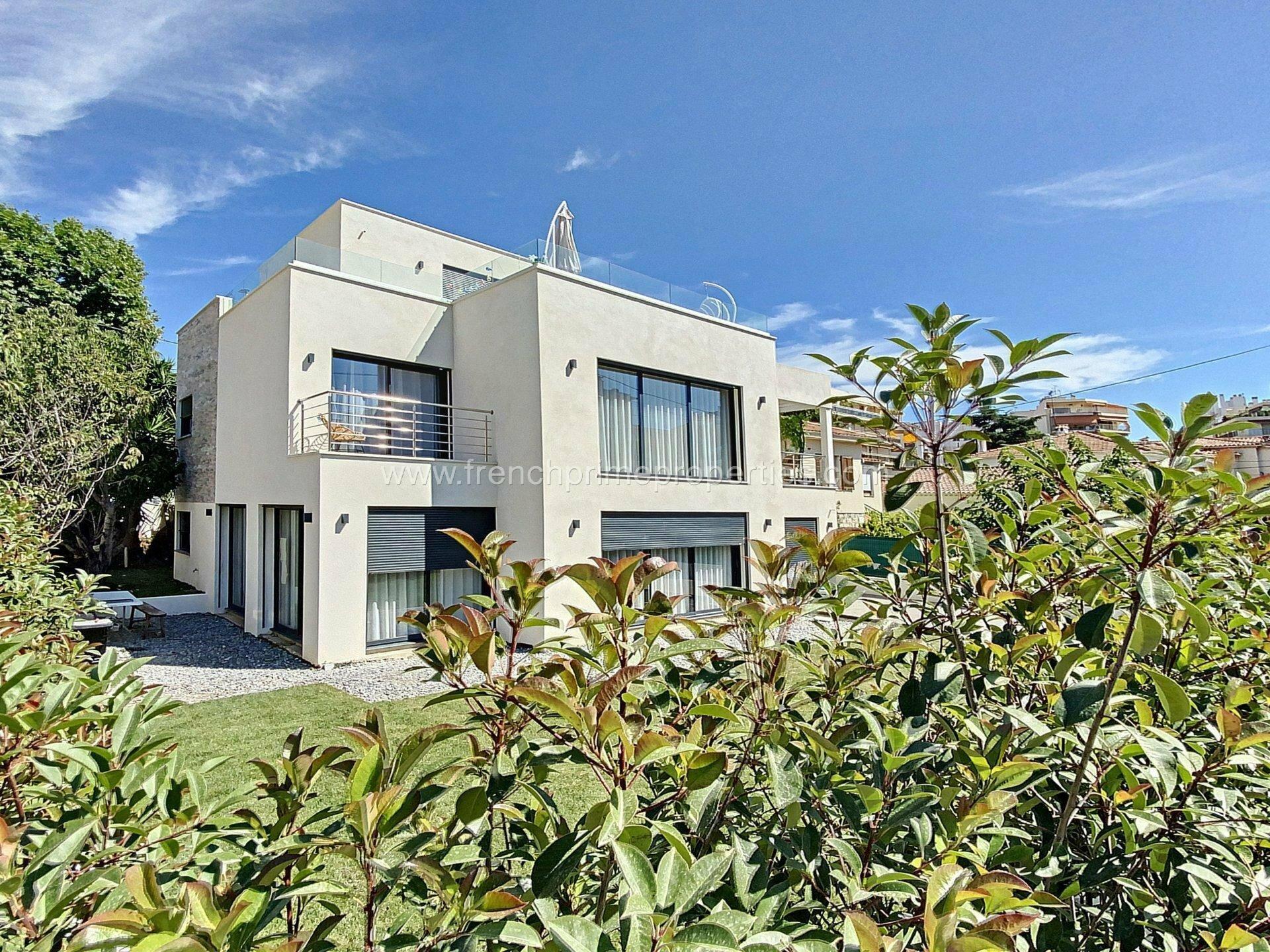 Villa in Antibes, Provence-Alpes-Côte d'Azur, France 1 - 11506361