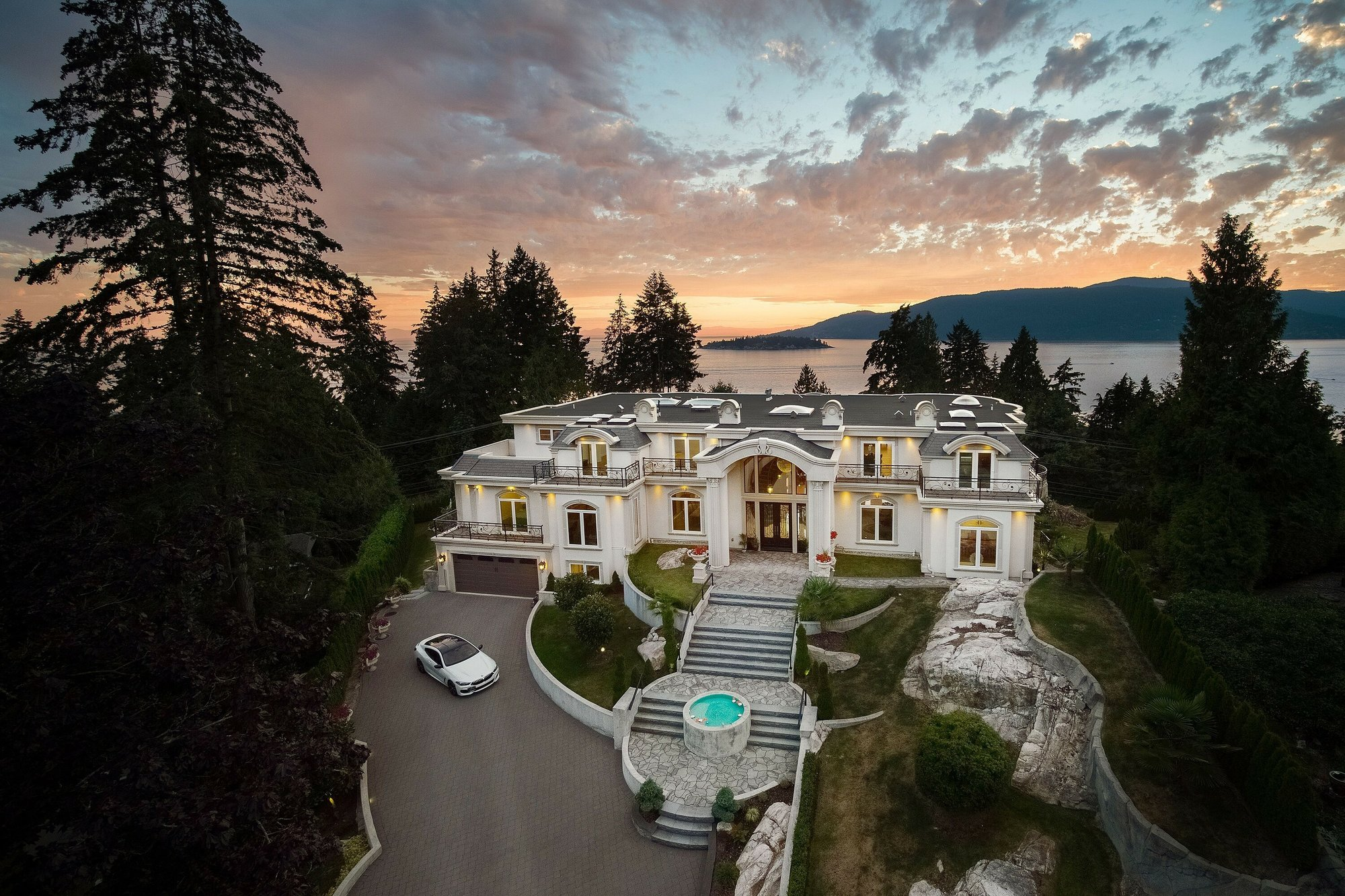 House in West Vancouver, British Columbia, Canada 1 - 11576029