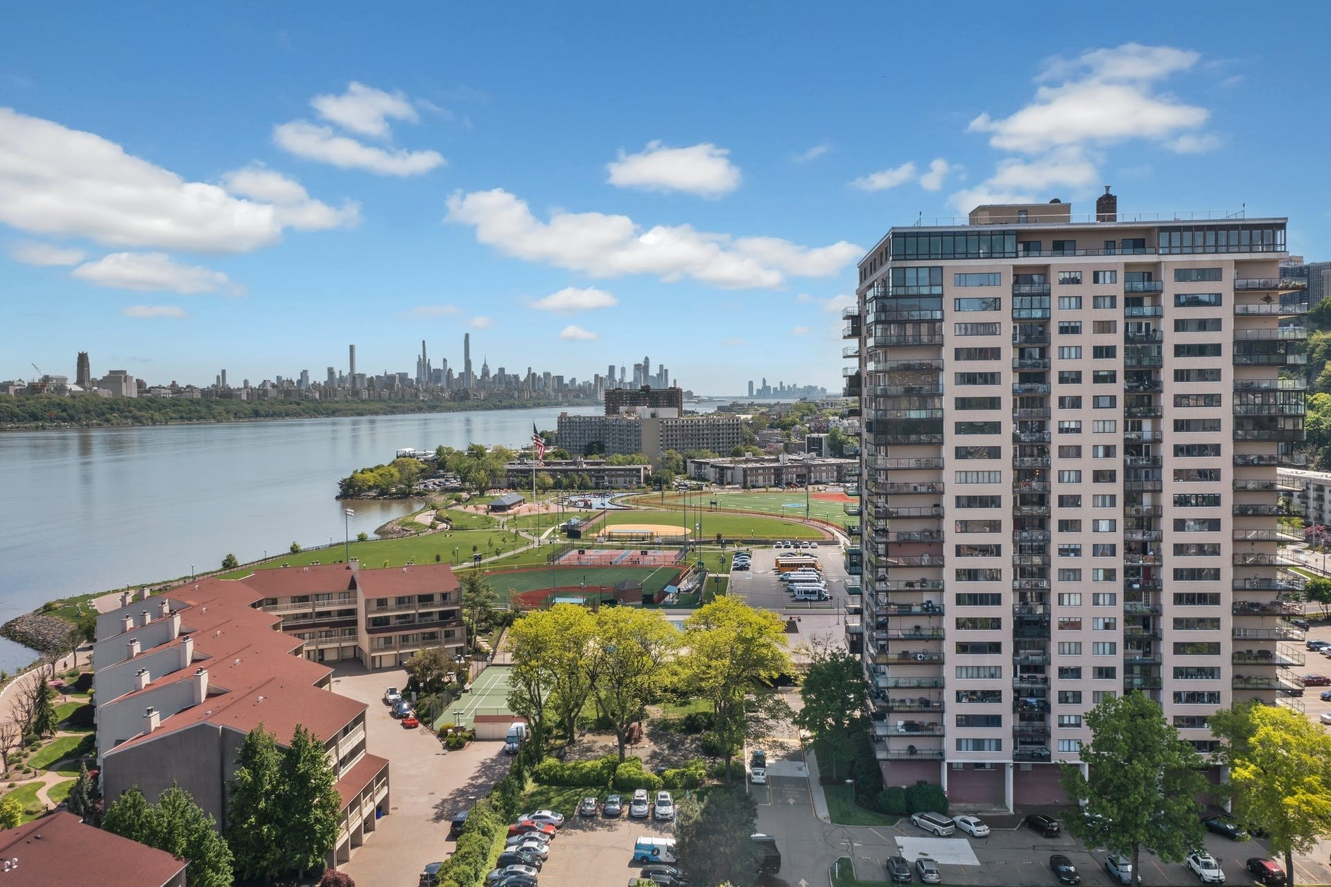 Condo in Edgewater, New Jersey, United States 1 - 11494811