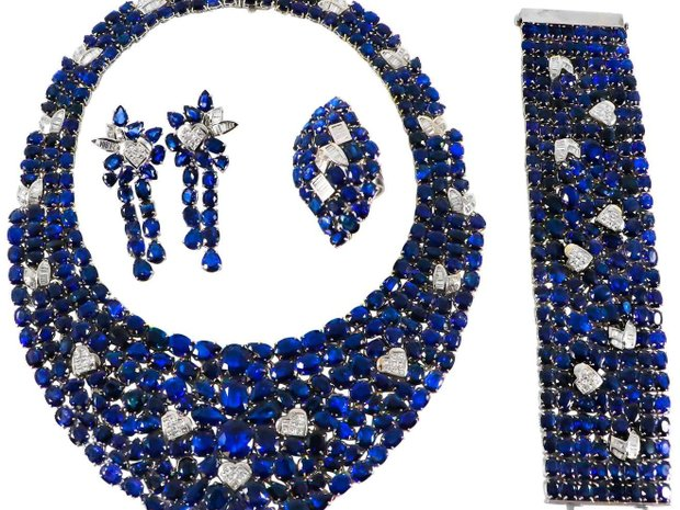 GIA 615+ Carat Sapphire Suite - Matching Necklace, Earrin... (11581036)