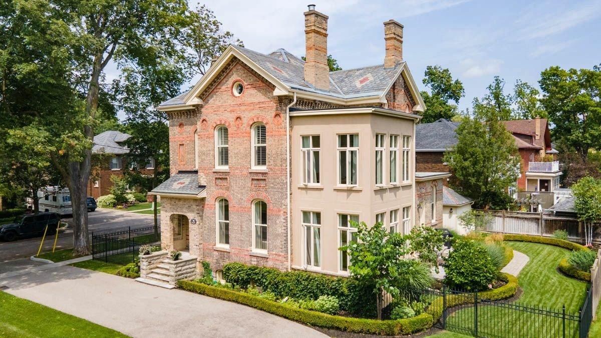 House in Brantford, Ontario, Canada 1 - 11585184