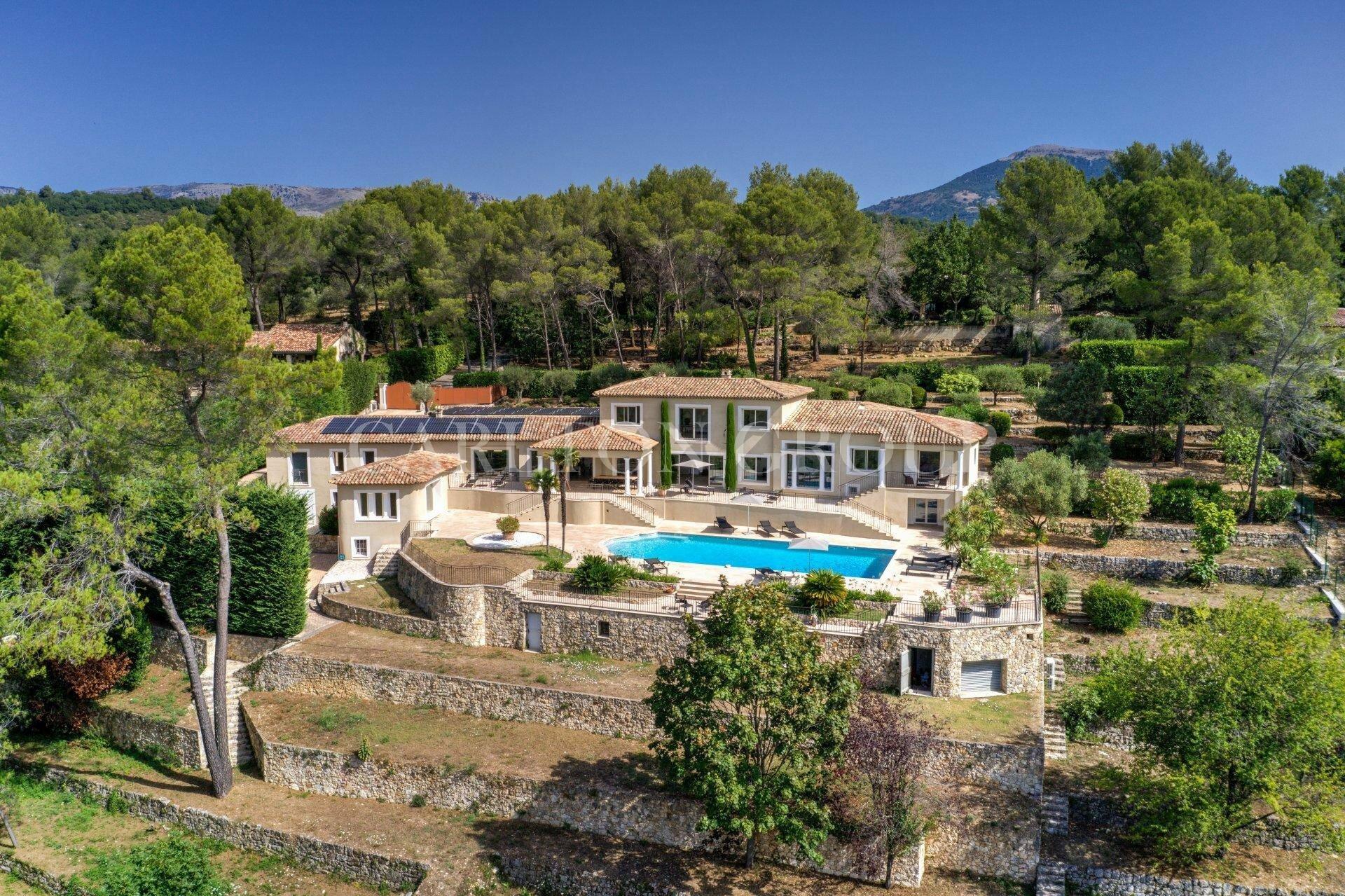 Villa in Le Rouret, Provence-Alpes-Côte d'Azur, France 1 - 11595332