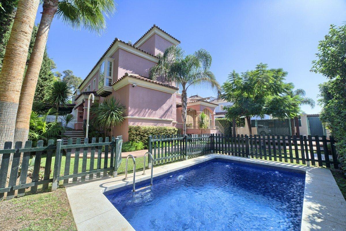 Villa in Puerto Banús, Andalusia, Spain 1 - 11284185