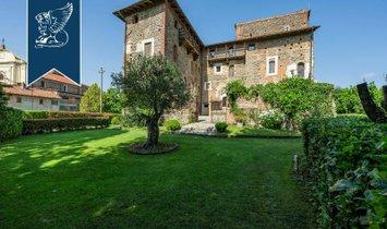 Замок в Фјорио-Бернардо, Пьемонт, Италия 1