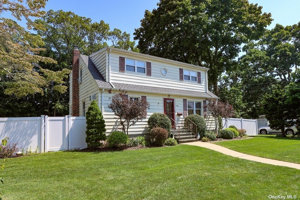 House in Bethpage, New York, United States 1 - 11599542