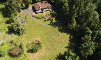 House in Saanich, British Columbia, Canada 1