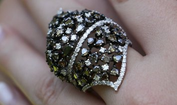 Gold Ring with Fancy Colored Diamonds