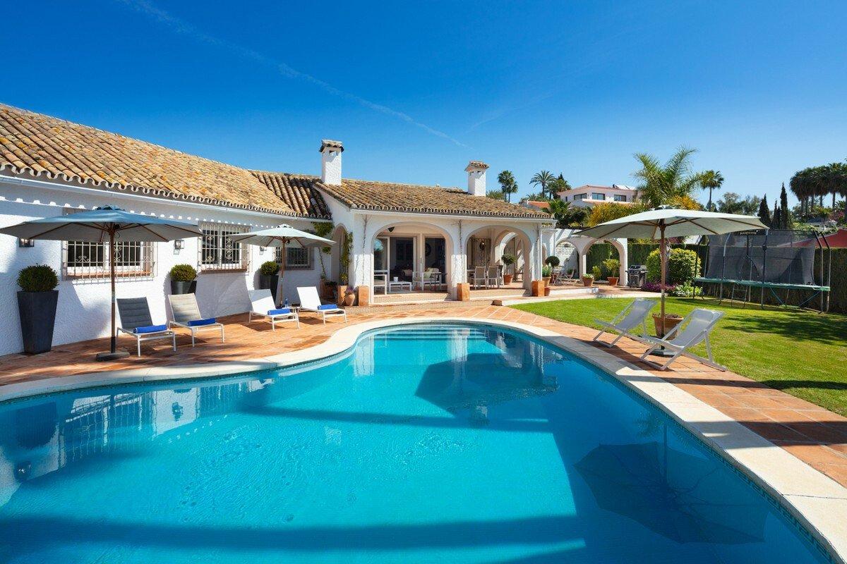 Villa in Marbella, Andalusia, Spain 1 - 11607495