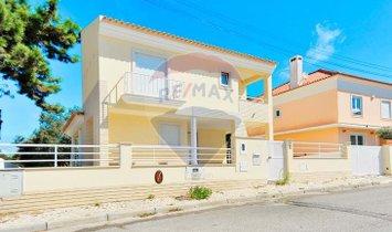 Villa in Almada, Setubal, Portugal 1