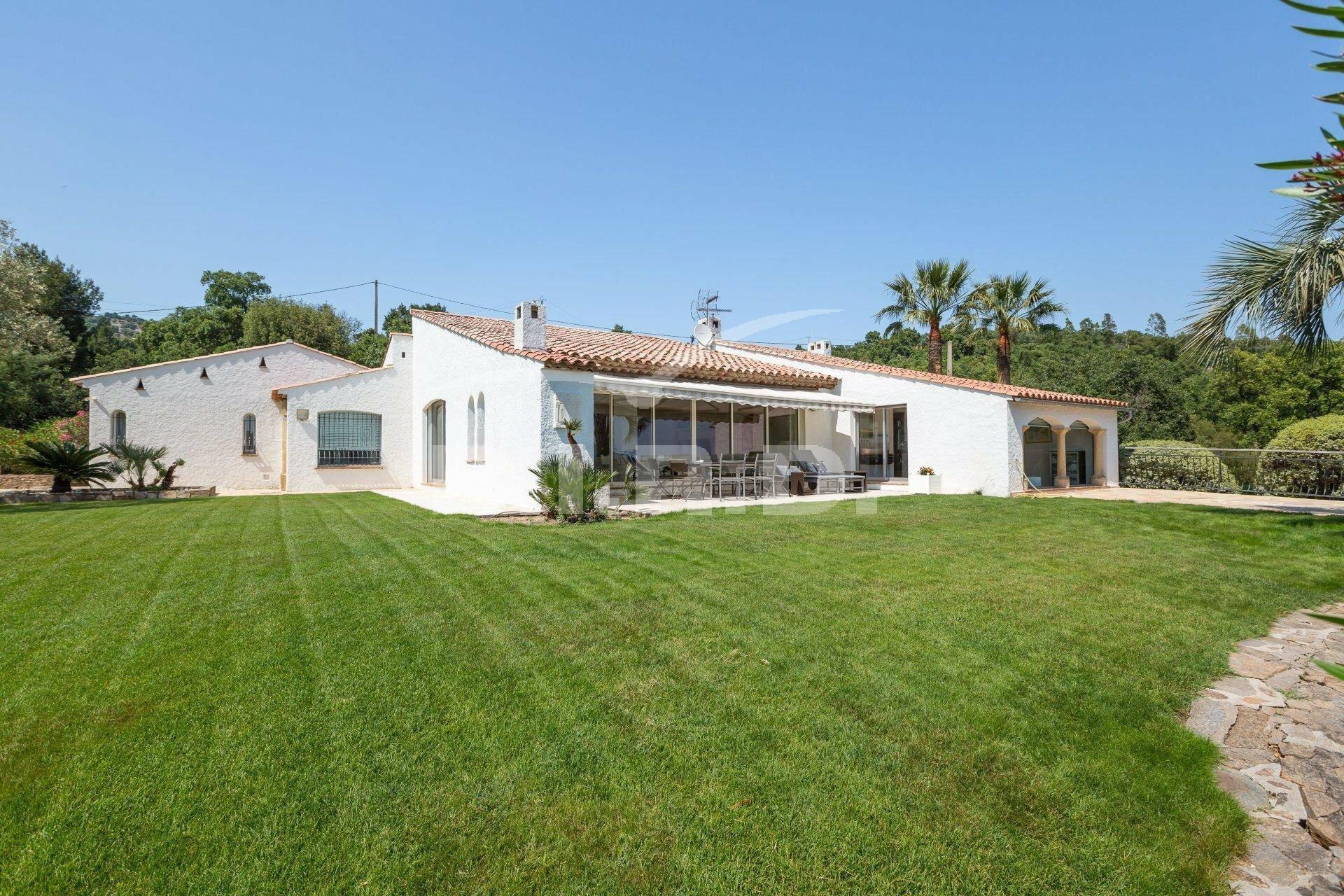 House in Le Plan-de-la-Tour, Provence-Alpes-Côte d'Azur, France 1 - 11566535