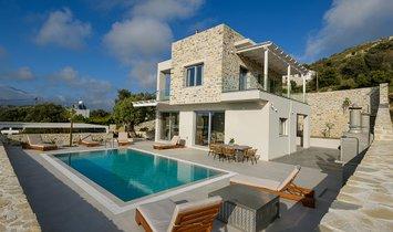 Villa in Kamilari, Decentralized Administration of Crete, Greece 1