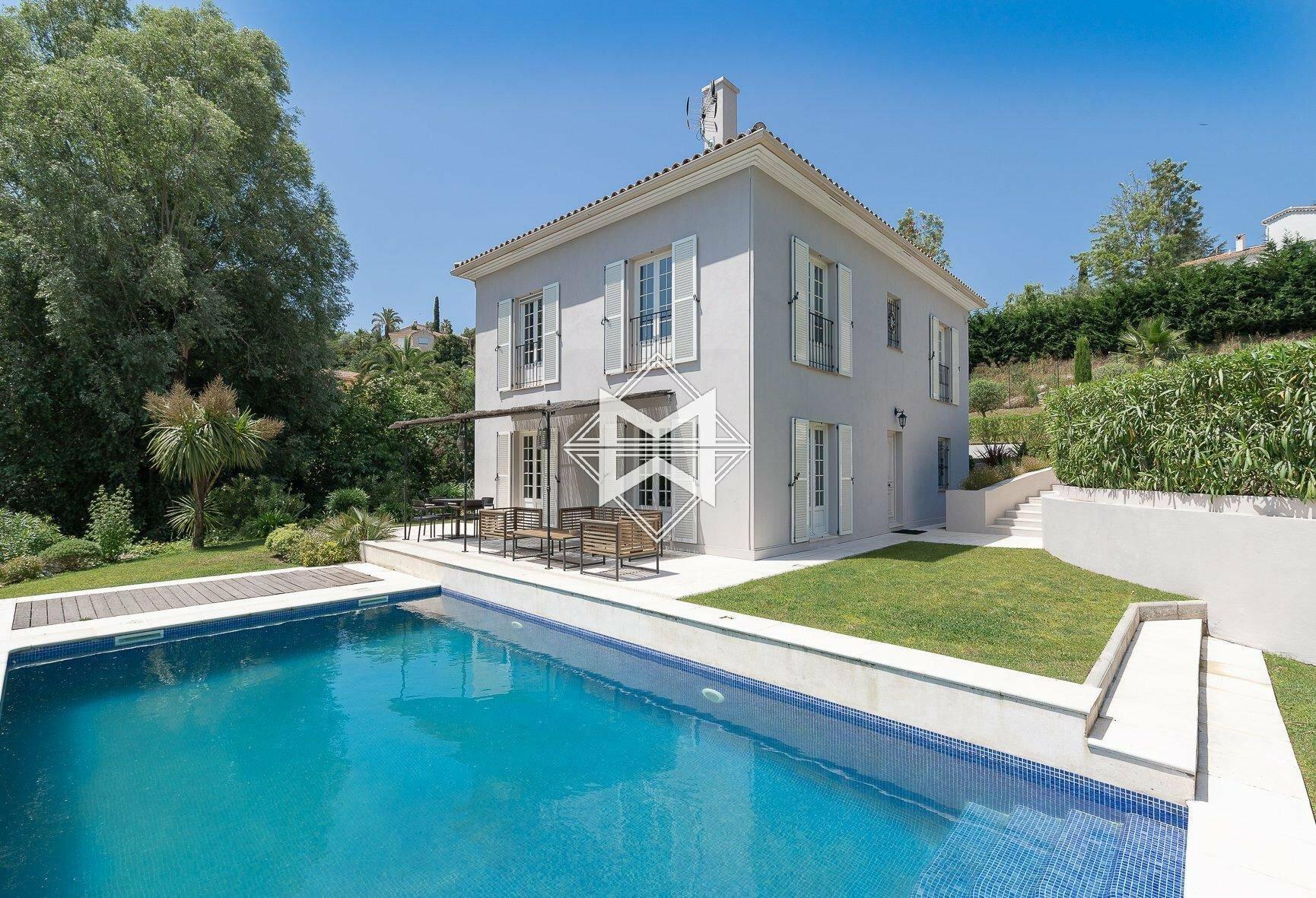 Villa in Vallauris, Provence-Alpes-Côte d'Azur, France 1 - 11527105