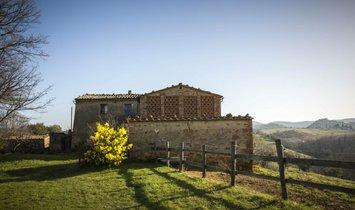 Landhuis in Montalcino, Toscane, Italië 1