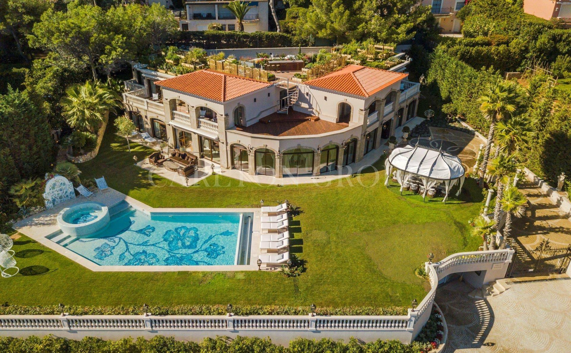 Villa in Antibes, Provence-Alpes-Côte d'Azur, France 1 - 11644692