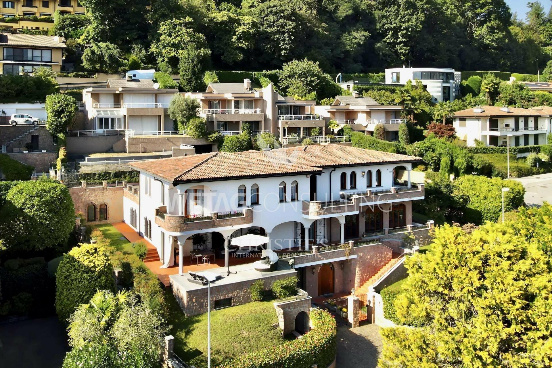 Villa in Lugano, Ticino, Switzerland 1 - 11647566