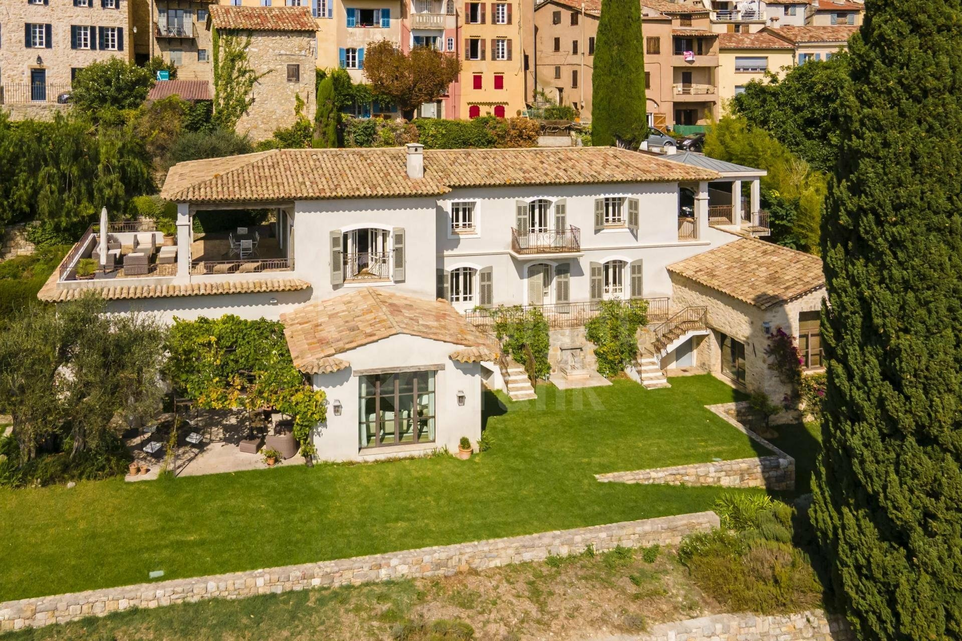 Villa in Châteauneuf, Provence-Alpes-Côte d'Azur, France 1 - 11652035