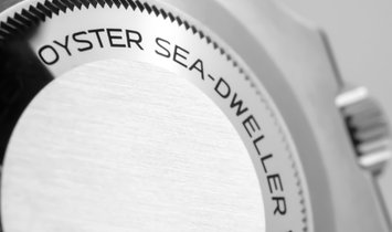 Rolex Sea-Dweller 126600-0001 Oystersteel with Black Bezel and Dial